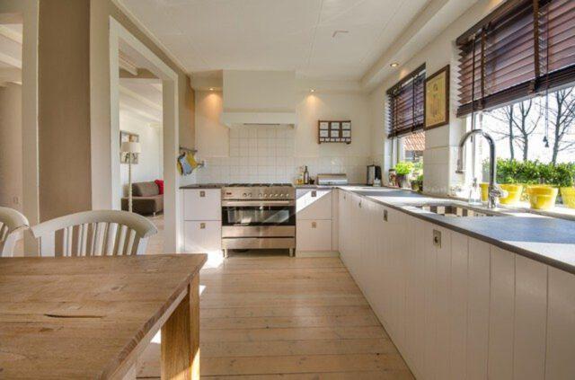 blat w kuchni z kamienia czy drewna?