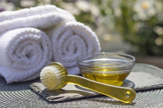 Dezynfekcja rąk w salonie kosmetycznym